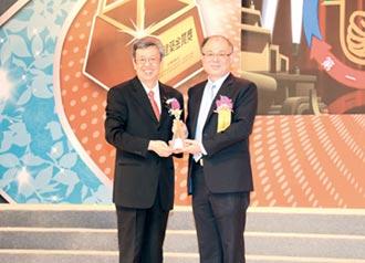 國家品牌玉山獎專業肯定 國泰證獲頒傑出企業及最佳產品雙大獎
