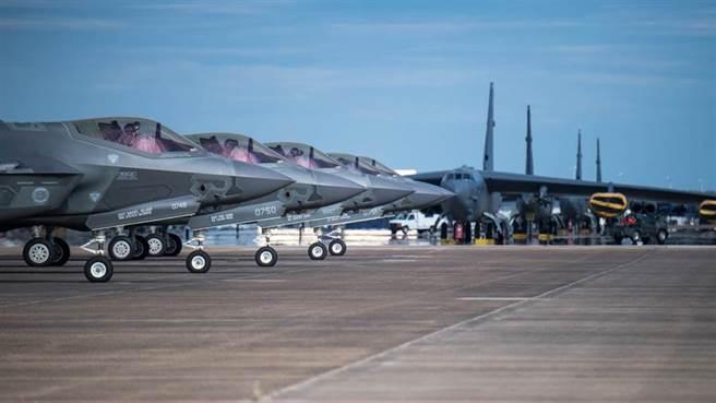 美國F-35戰機準備從路易斯安那州巴克斯得空軍基地(Barksdale Air Force Base)起飛的資料畫面。(美國空軍)