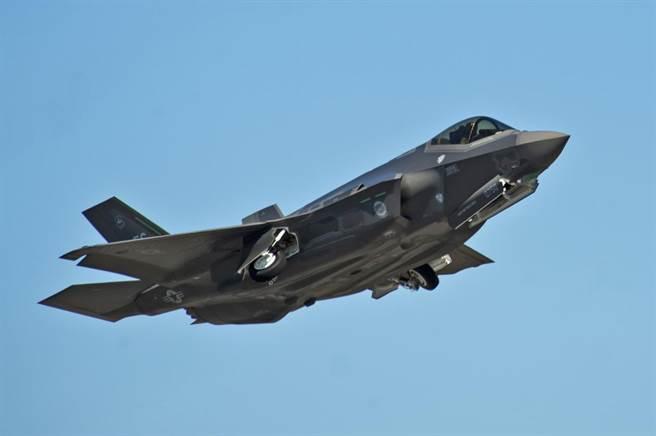 五角大廈表示,已經找到可以取代土耳其的零件供應商,因此F-35的全速量產指日可待。(圖/美國空軍)