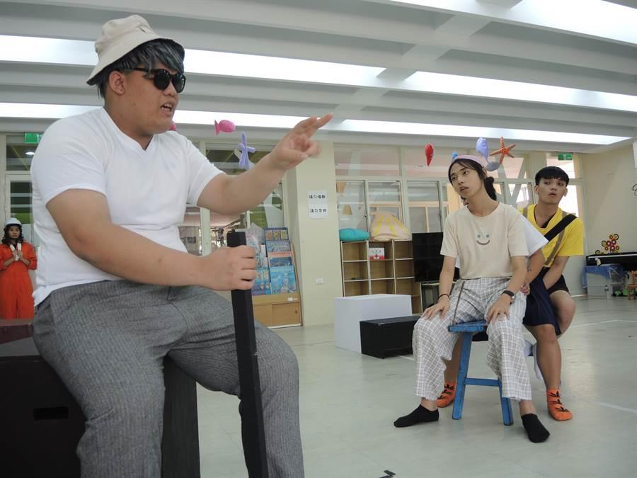 至善高中幼保科受邀前往國立台灣文學館演出戲劇,劇碼改編自甘耀明的文學作品。(邱立雅攝)