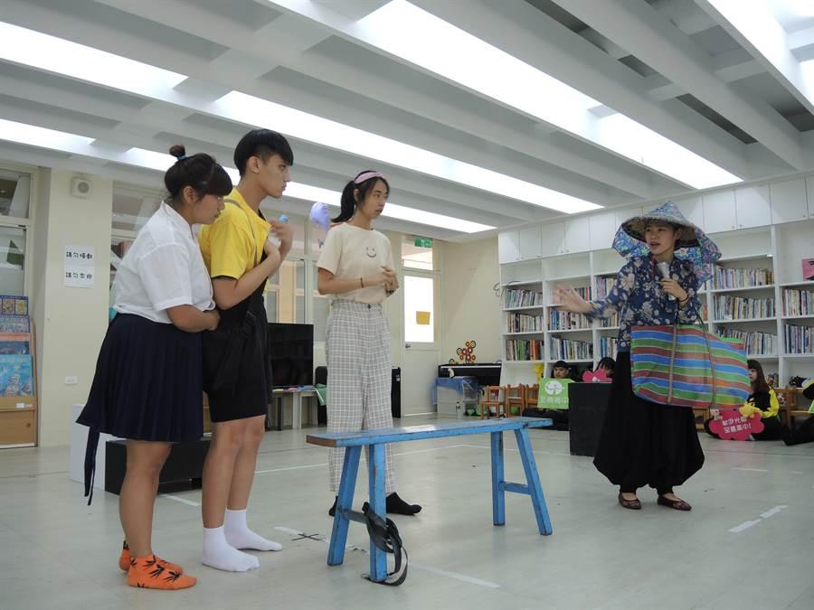 至善高中幼保科戲劇表現亮眼,今年初國立台灣文學館邀請前往表演舞台劇。(邱立雅攝)