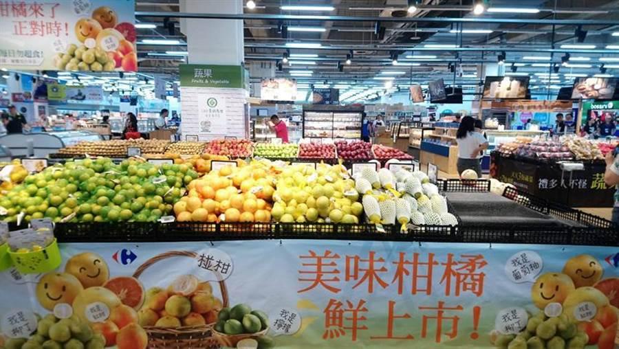 家樂福台中西屯店15日歡慶開幕,將祭出一系列優惠商品搶客。(圖/曾麗芳)