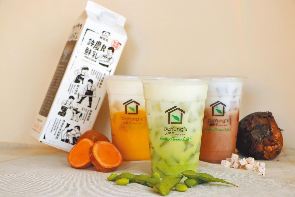 大苑子首創「綠金鮮奶」(中),將毛豆融合特A級許慶良鮮奶,打成類似綠豆沙的綿密口感。(大苑子提供)