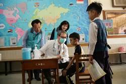 嘉縣衛生局藉「返校」梗拍影片 宣導流感疫苗接種