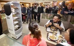 機器人收餐盤 桃機美食街亮相