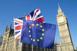 英國脫歐歹戲拖棚   它們向英國和歐盟求償
