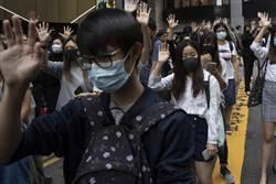 公務員參加示威被捕 港府:即時停職