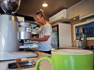 溪州青農改裝「鐵牛」賣咖啡 吸引民眾聞香而來