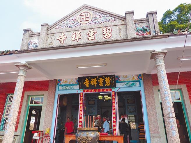 舊碧雲禪寺隱身在去年被拆除的新建物後方,已有逾90年歷史,歷經十年纏訟與波折,如今終於再度重開佛門。(謝瓊雲攝)