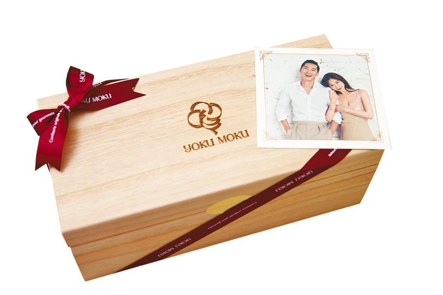 林志玲的喜餅以特製的木盒盛裝。(羅永銘攝)