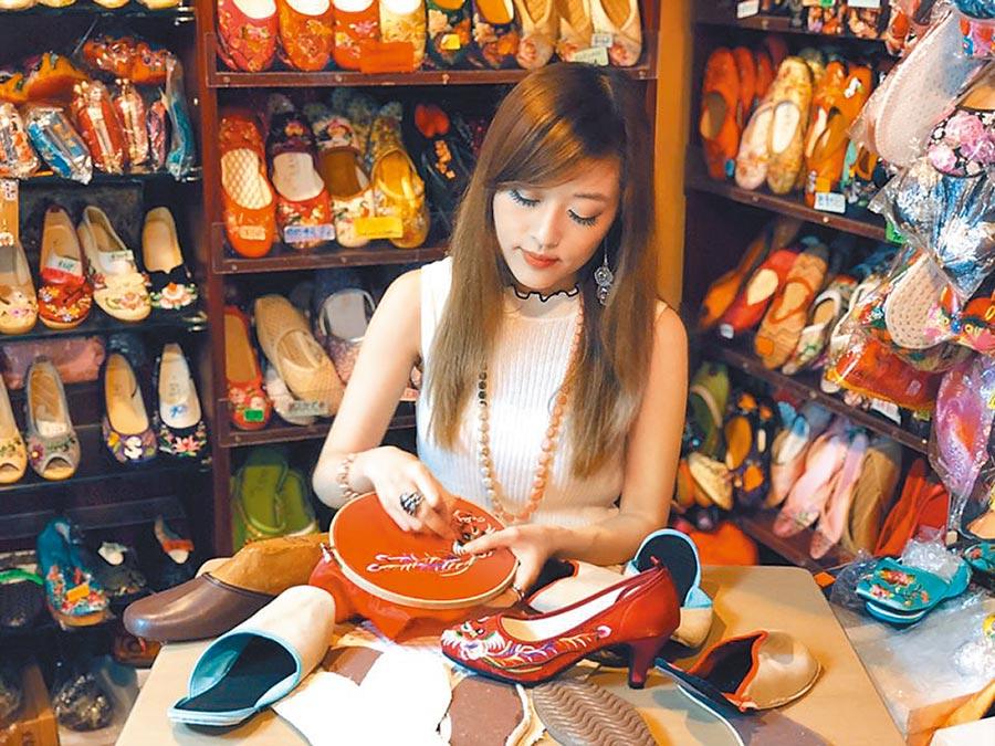 香港繡花鞋面萬壽菊珠子刺繡工作坊。(POP UP ASIA提供)