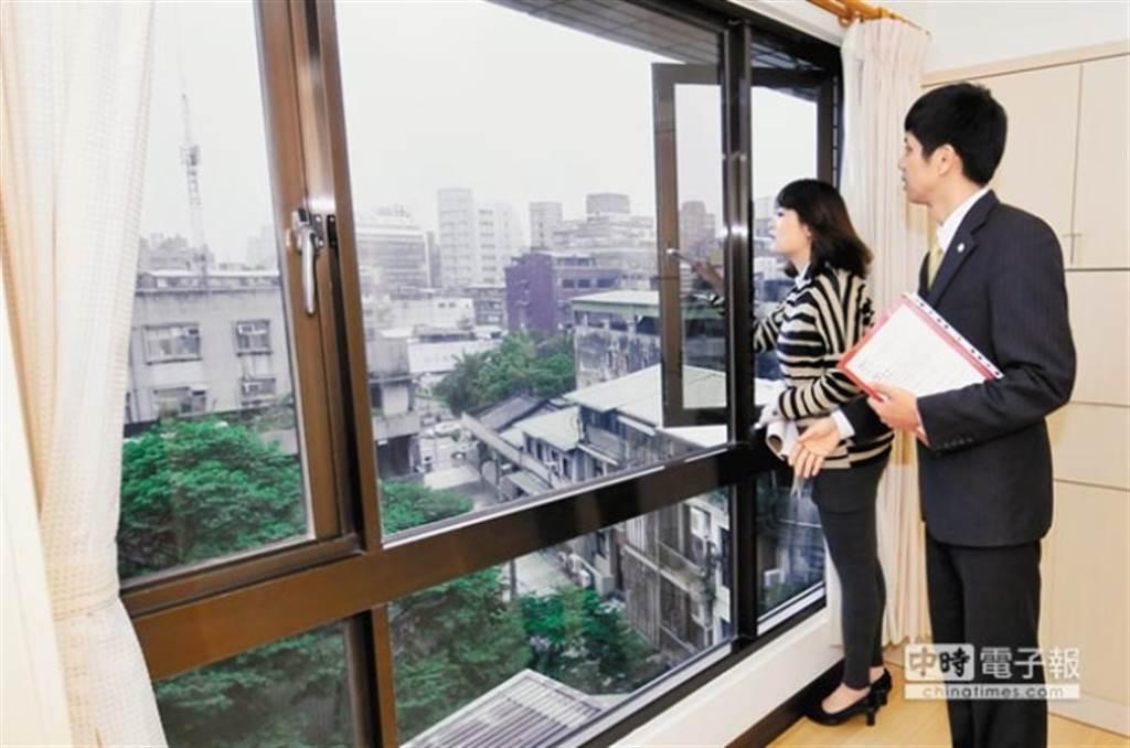 建商為搶攻預算有限的購屋族,坪數越規劃越小。(圖為看房示意圖/本報系資料照片)