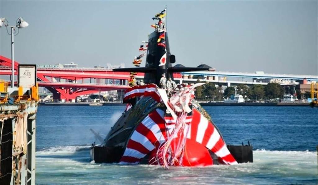 日本海上自衛隊蒼龍型最新潛艦「鬥龍」號6日在神戶市中央區的川崎重工神戶工廠舉行。(日本防衛省海上幕僚監部)