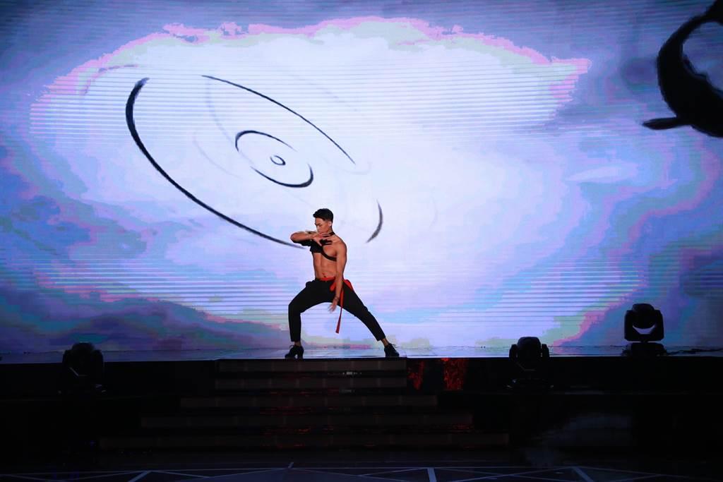 童韋傑舞蹈結合中國傳統「太極」的元素(圖/民視提供)