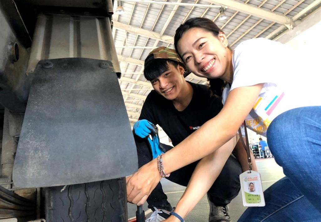 ▲兒少就業博覽會的汽車修護職業體驗。(基金會提供/楊樹煌南投傳真)
