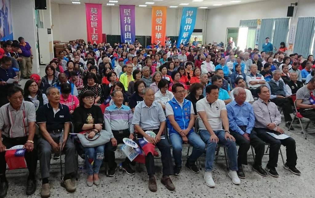 拚陣!國民黨彰化立委提名參選人在國民黨彰化縣黨部成立後援會,團結造勢。(吳敏菁攝)