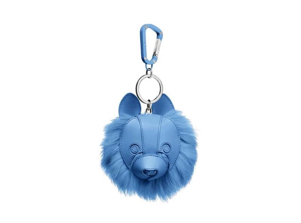 Dior COOKIE藍色光滑小牛皮與兔毛鑰匙圈,2萬8000元。(Dior提供)