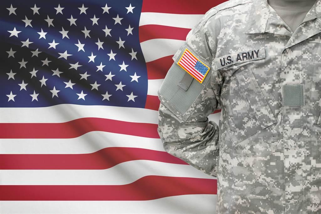 川普特赦3名美軍。(圖/Shutterstock)