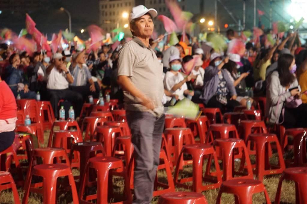 蔡英文在致詞時,現場仍有不少空椅子。(柯宗緯攝)