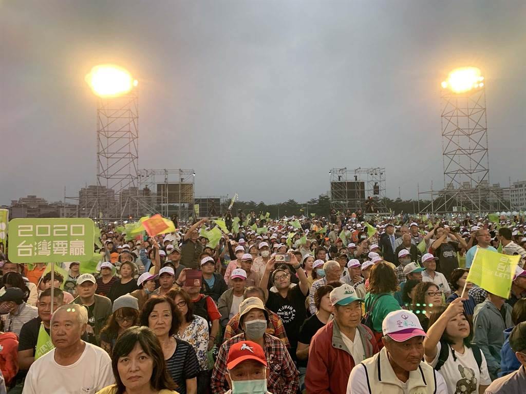 蔡英文總統連任高雄市競選總部16日舉行成立大會。(柯宗緯攝)