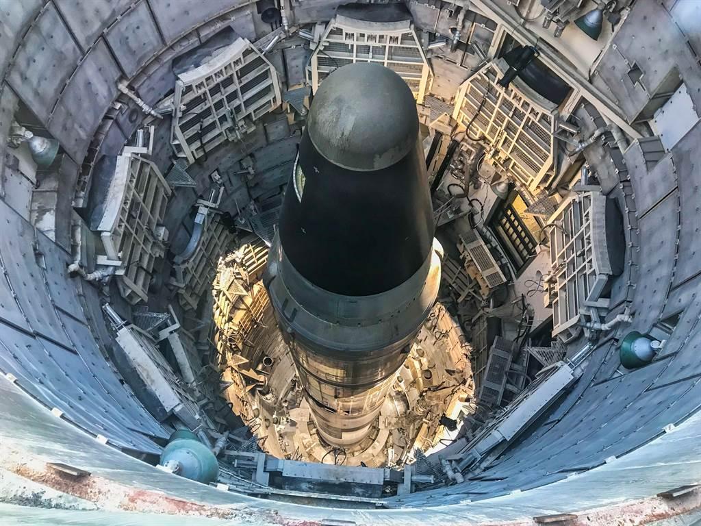 亞利桑那州泰坦飛彈博物館的(Titan Missile Museum)泰坦II型(Titan II)洲際飛彈發射井。(達志影像/Shutterstock)