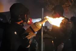 不敢對眼!示威港青接受德媒專訪 慘遭電爆