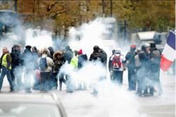 法「黃背心」示威1周年 全國周末再上街