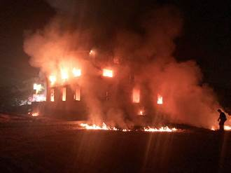 鹿港堆放木棧板工廠烈焰沖天 染紅半邊天
