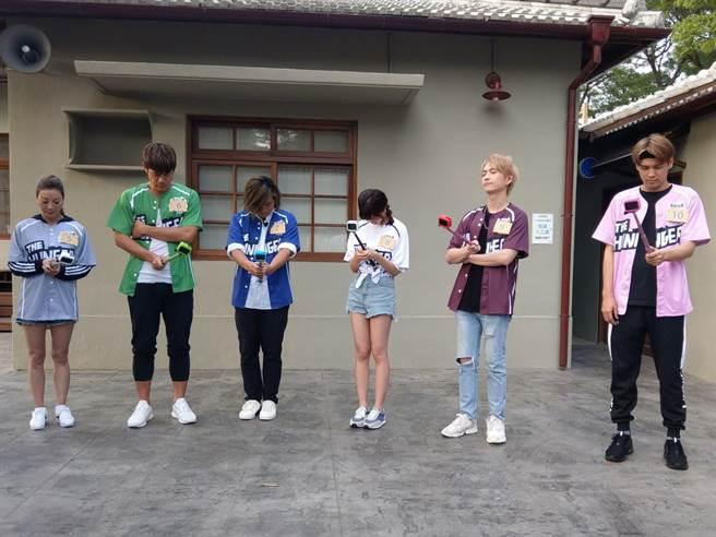 楊繡惠(左起)、陳志強、王仁甫、荳荳、邱鋒澤、陳零九玩狼人大獵殺(圖/中視提供)