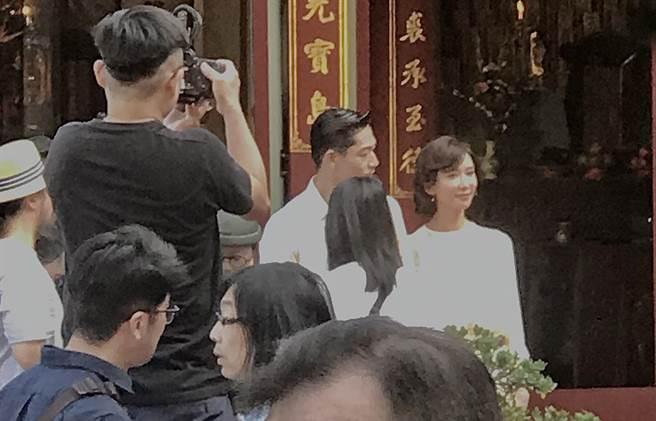 林志玲與AKIRA現身台南吳氏大宗祠為婚禮暖身。(讀者提供)