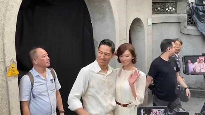 林志玲與未來夫婿AKIRA在母親吳慈美過去住家附近的吳氏大宗祠彩排婚禮。(程炳璋翻攝)