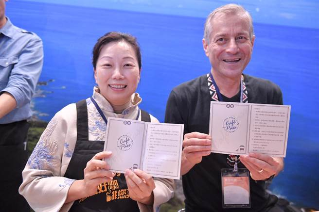 咖啡護照貼心附上路徑圖,讓到訪花蓮旅客可以依照護照找到心目中的好咖啡。(翻攝畫面/王昱凱花蓮傳真)