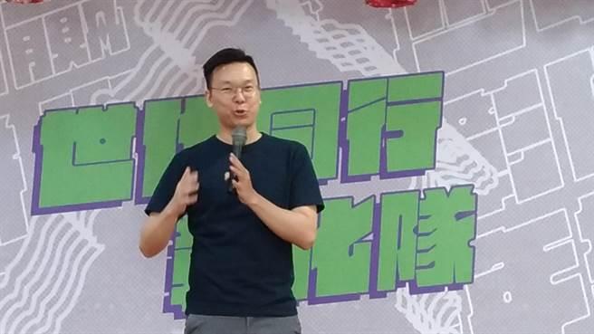 民進黨副秘書長林飛帆強調台灣自由民主的可貴。(吳敏菁攝)