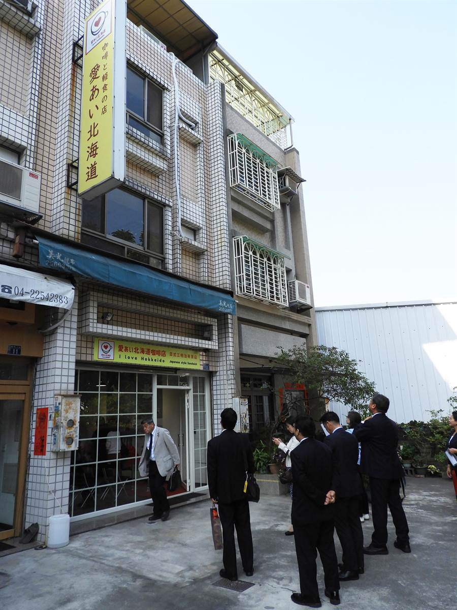 日本北海道廳為加強對台交流,推廣北海道食品與觀光!16日假台中市朝馬商圈開設「北海道物產咖啡館」。(陳世宗攝)