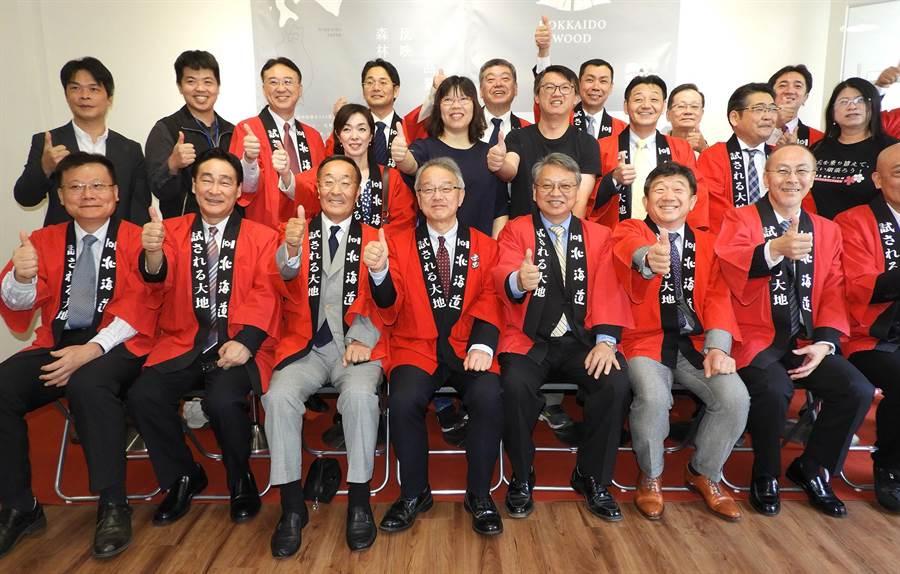 台日各界慶祝北海道廳投資台中並設立據點推展觀光,力促台日交流。(陳世宗攝)