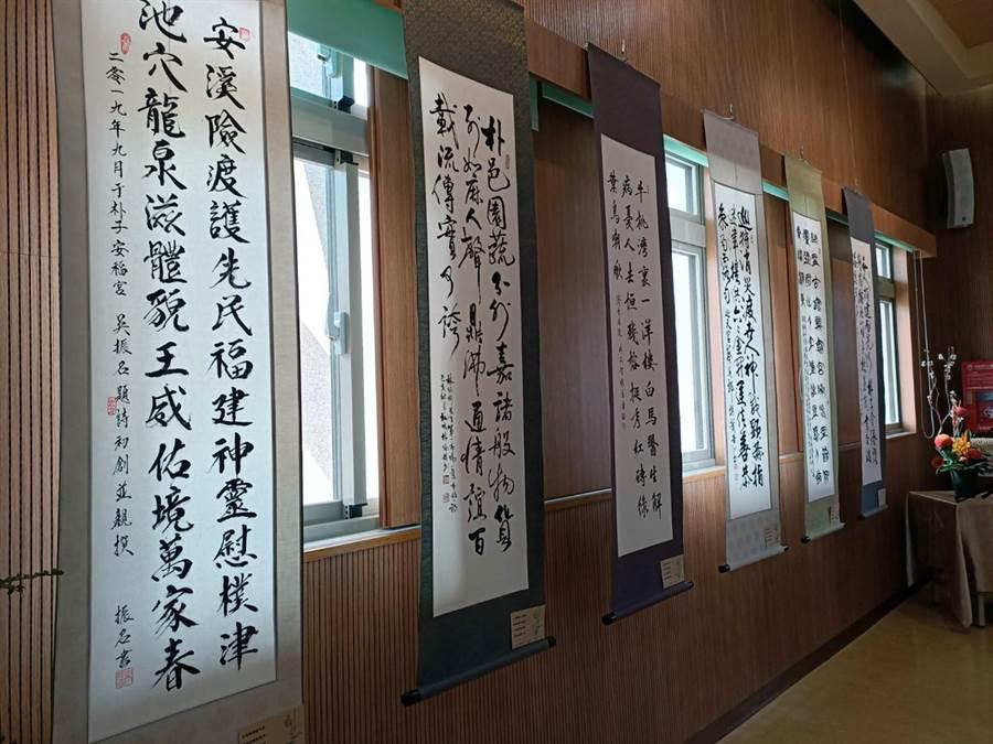 樸雅吟社員詠讚朴子各個景點的詩書法作品。(張毓翎攝)