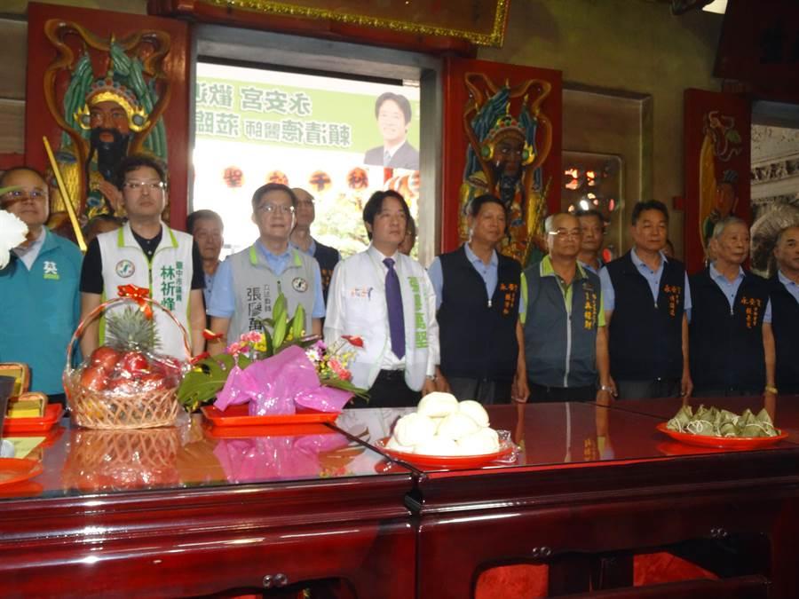 前行政院長賴清德到西屯永安宮參香,祈庋2020民進黨能在選戰勝選。(馮惠宜攝)