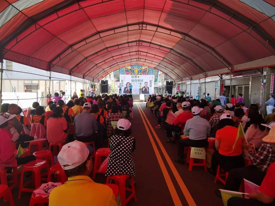 苗栗縣立委參選人羅貴星,16日上午在苑裡鎮成立競選總部,約有2、300人到場支持。〔謝明俊攝〕