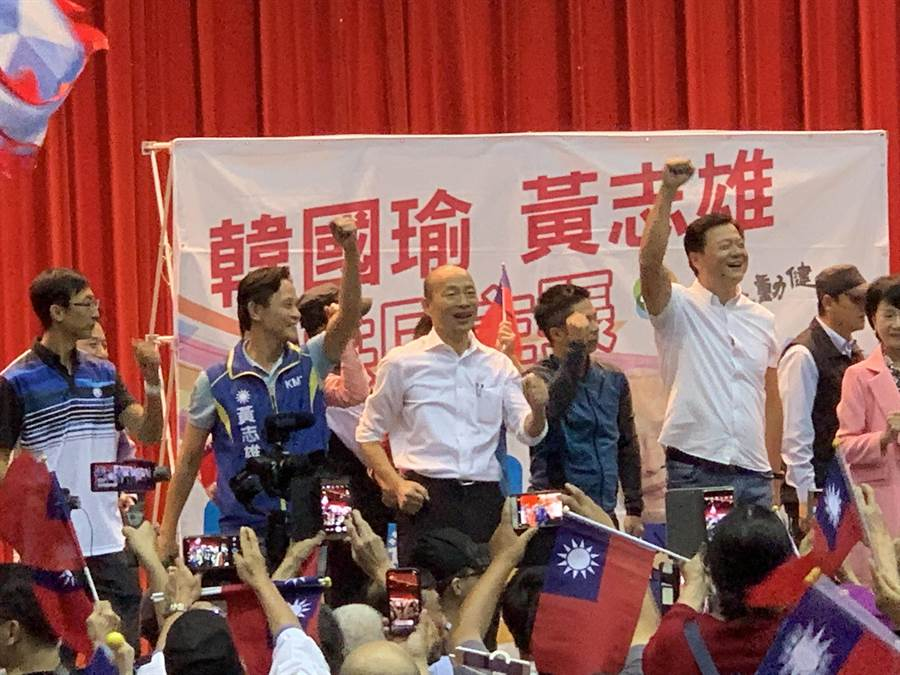 國民黨總統參選人韓國瑜到板樹體育館為立委參選人黃志雄站台,與台下民眾一起動起來、動健康(張睿廷攝)