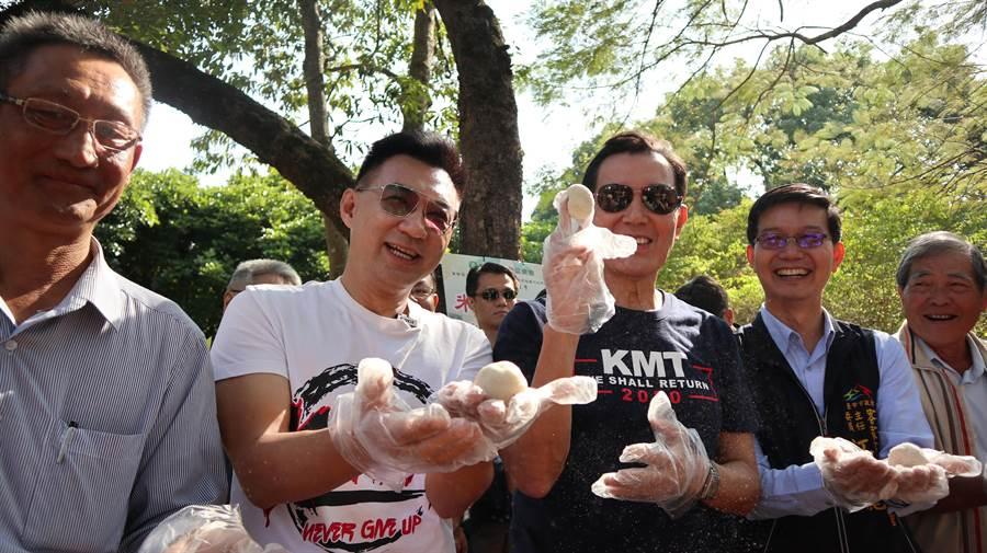前總統馬英九(右三)陪同立委江啟臣(右二)參加地方活動,以行動力挺2020高票連任。(王文吉攝)