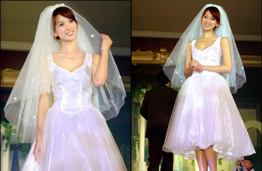 林志玲2004年為代言金飾穿白紗,短裙風格青春俏麗。(圖/中時資料照片)