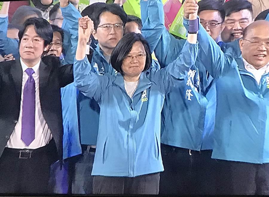 蔡賴同台明宣布副手,蔡英文:贏了高雄,全台就會贏。(圖文/曾薏蘋攝)