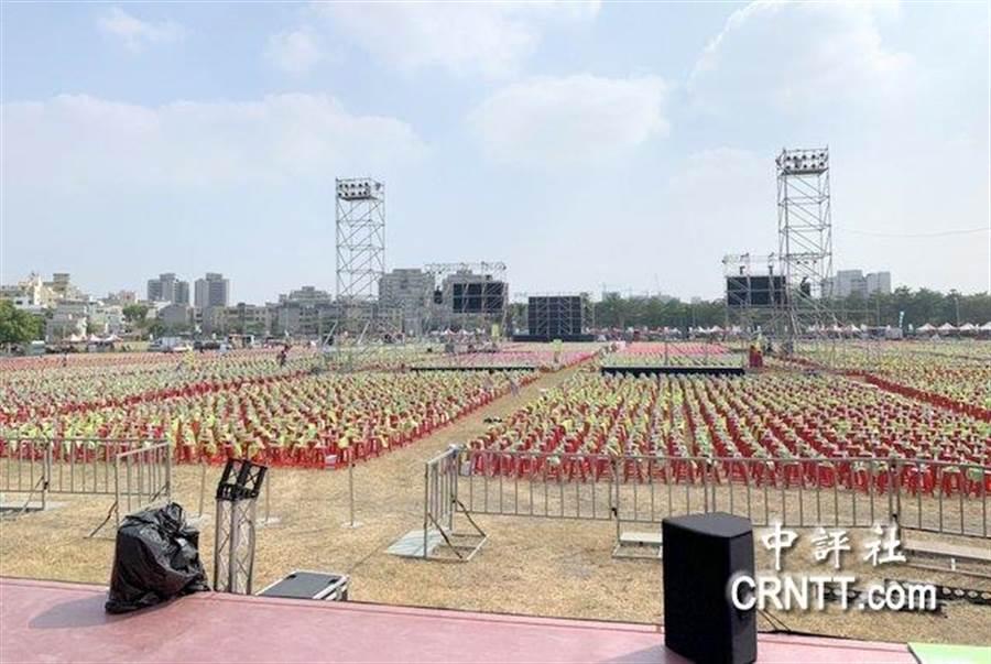 現場排滿了5萬張椅子。(中評社)