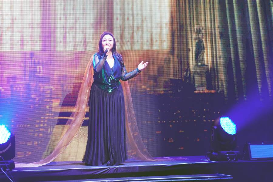 鄭怡出道40年演唱會,以30多首經典歌曲感謝音樂路上陪她的好友與粉絲。(阿爾發音樂提供)
