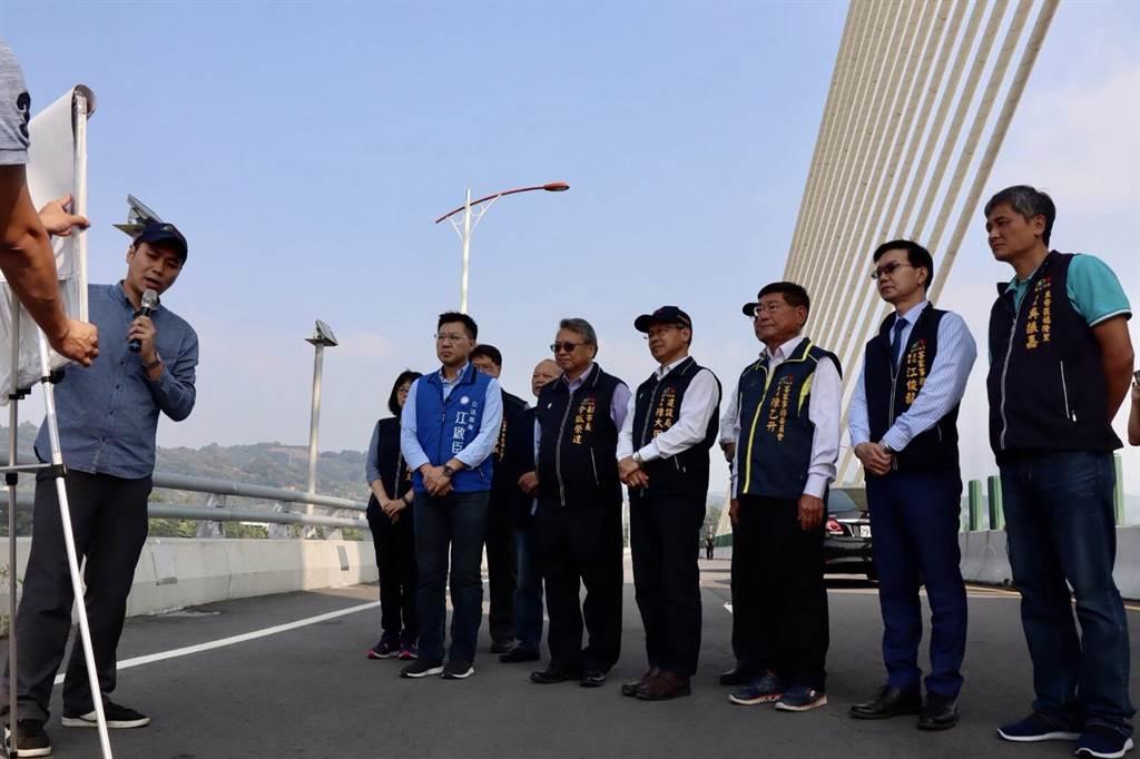 副市長令狐榮達前往東豐快速道路第4標工程橋梁端視察。(台中市政府建設局提供/陳世宗台中傳真)