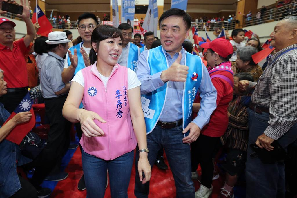 郝龍斌(右)為北市立委參選人李彥秀(左)站台。(黃世麒攝)