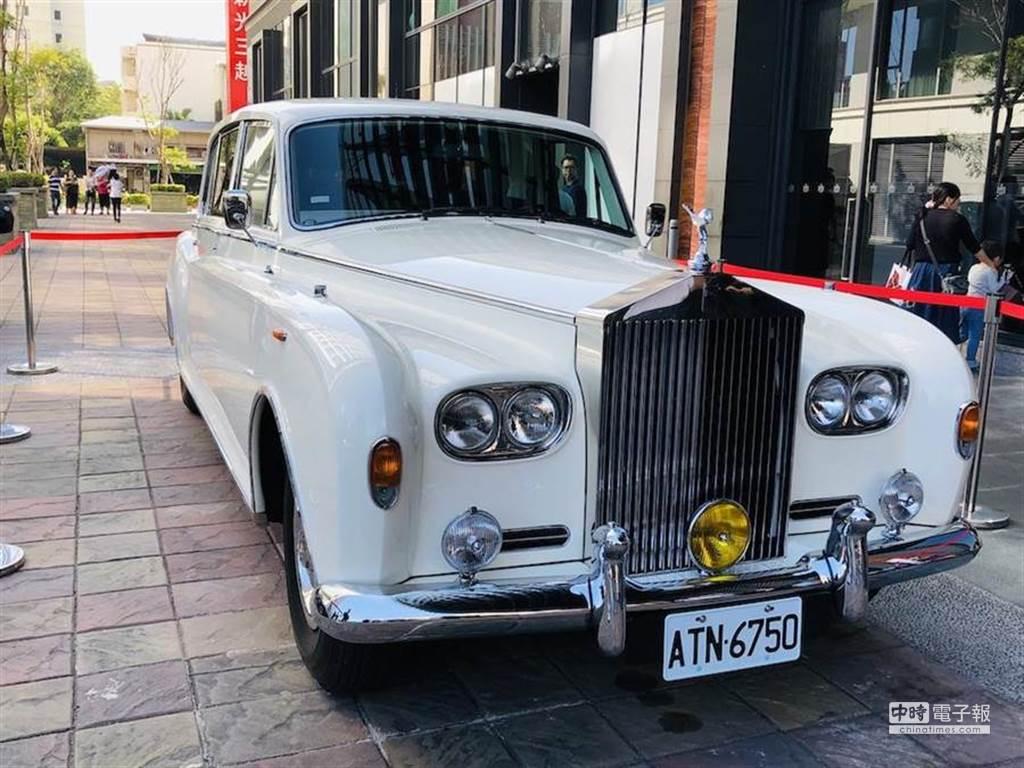 林志玲出嫁的禮車是勞斯萊斯為英國及摩納哥皇家打造的Phantom VI Landaulettes。(圖/記者江珮瑜攝)