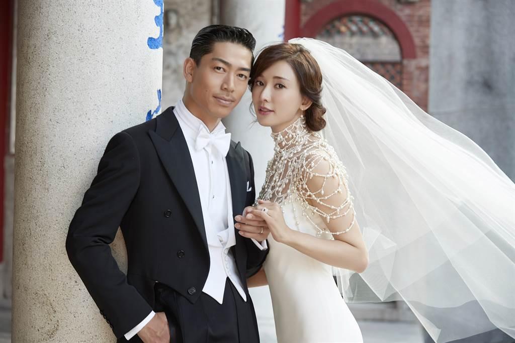 林志玲和AKIRA婚紗照曝光。(圖/林志玲工作室提供)