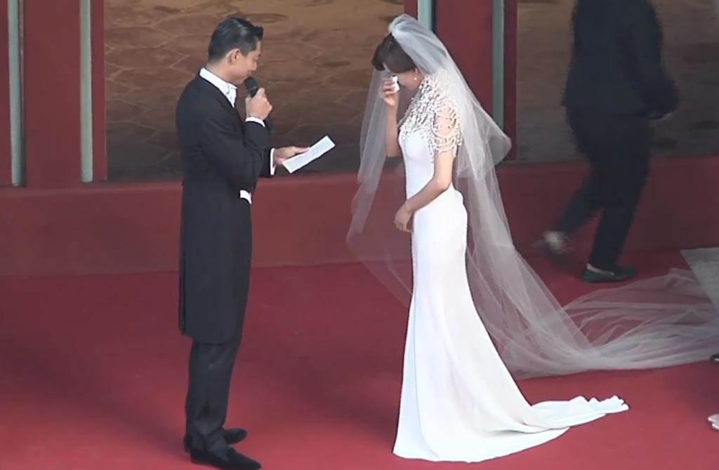 AKIRA說結婚誓言,頻頻感動拭淚。(翻攝自中時電子報臉書)