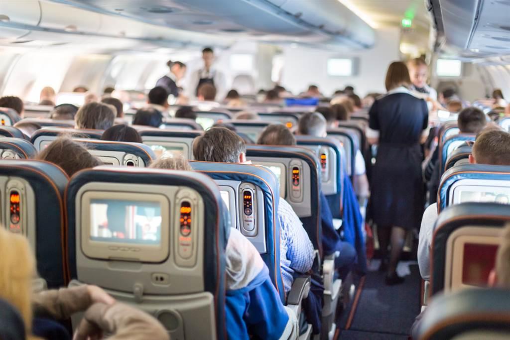 搭飛機突聞臭味 她抬頭一看傻眼了(示意圖/達志影像)